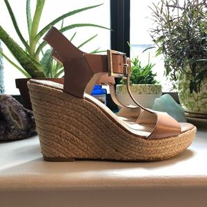 Vince Camuto nude wedges with gold hardware, sz 6